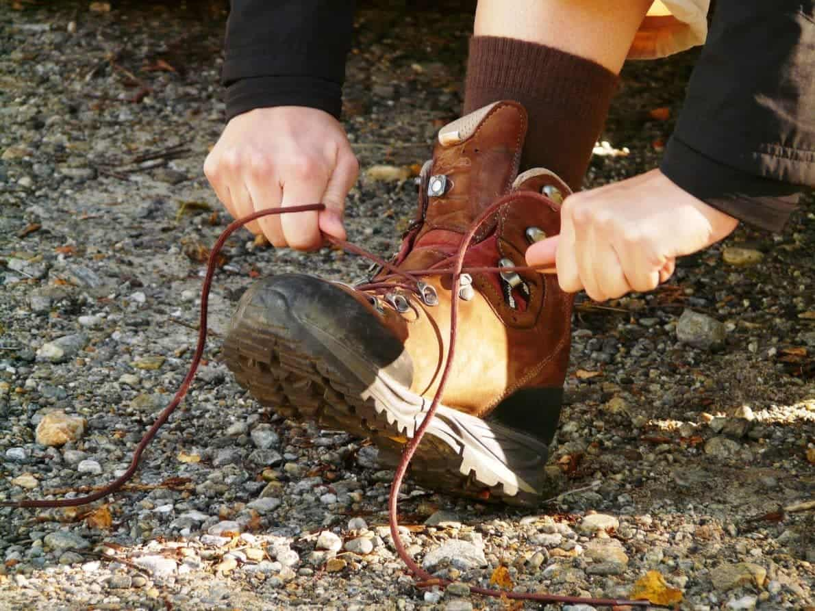 how to lace hiking boots properly